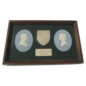 Wedgwood - HM Queen Elizabeth II Silver Jubilee Commemorative Framed Set