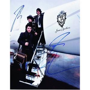Jonas Brothers - Autograph - Signed Colour Photograph