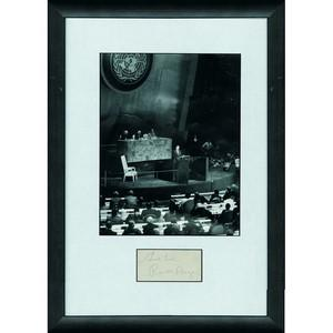 Ronald Reagan -  Autograph - Signature Mounted with Black & White Photograph - Framed