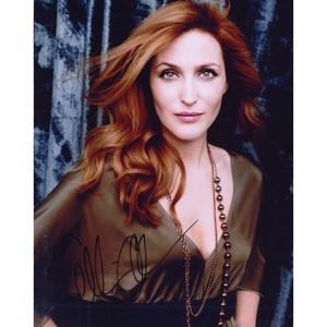 Gillian Anderson - Autograph - Signed Colour Photograph