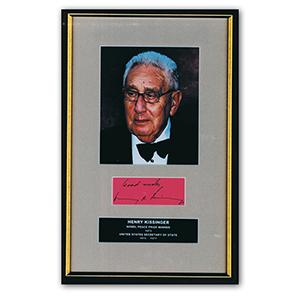 Henry Kissinger - Autograph - Signature Mounted with Colour Photograph