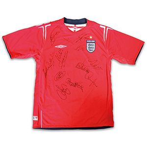 England FC  Signed Shirt  by 17 members of the England 2004 Football Team